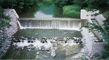 湯西川砂防ダムと魚道